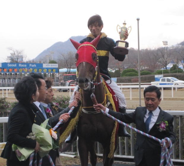 Stakes races usually end up with Dangdae Bulpae and Jo Sung Gon in the winner's circle
