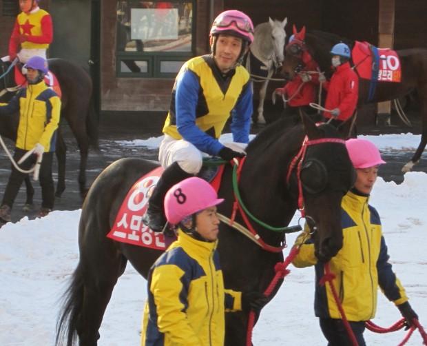 Going home: Narazaki Kosuke