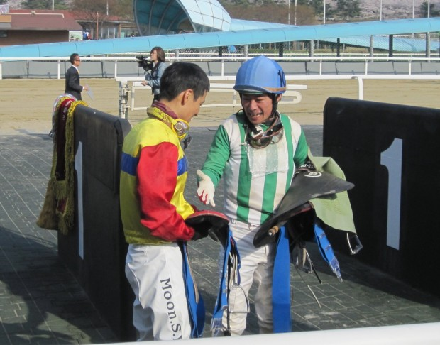 Japanese jockey Yukio Abe (right), who rode New And Best to a shock 2nd place, congratulates winner Moon Se Young