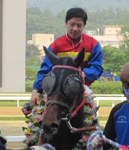 Gumanseok and Lee Dong Kug after winning the Sports Chosun Cup