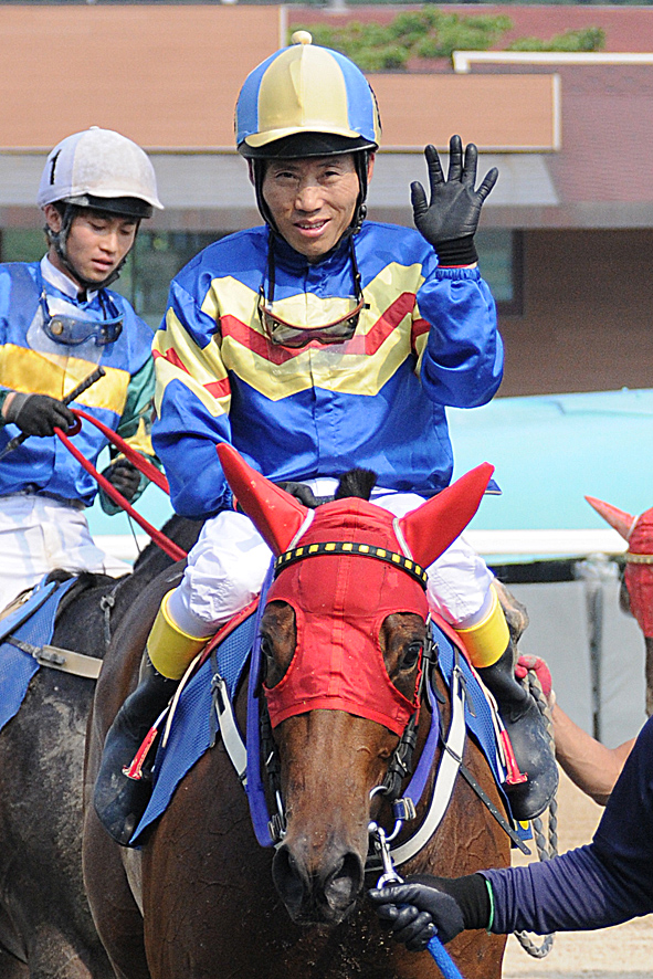 Park Tae Jong and Fly Top Queen return after winning the Singapore Turf Club Trophy
