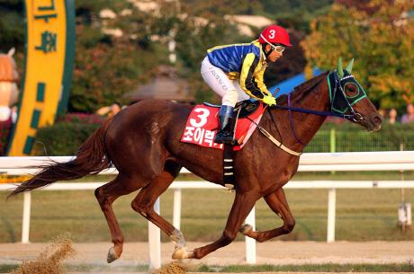 Joy Lucky and Seo Seung Un win the Gyeonggi Governor's Cup (Pic: KRA)