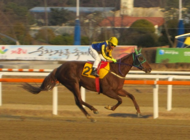 Seo Seung Un and Joy Lucky cruise to an easy win