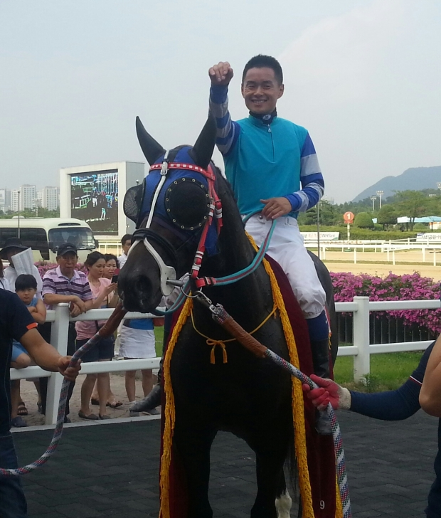 Joe Fujii and Magic Dancer in the Jeju Governor's Cup winner's circle