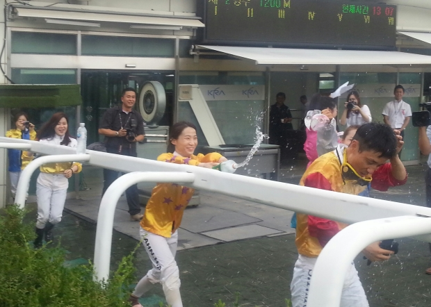 Moon Se Young - seen here being greeted by the female members of the weighing room after his 1000th winner, dominated Seoul