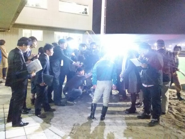Jockey Kim Ok Sung explains what went wrong to the media after Parang Juibo finished 11th (Pic: KRA)