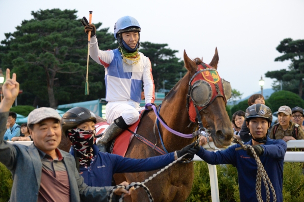 Chief Red Can and Park Eul Woon return as winners. (Pic: Ross Holburt)